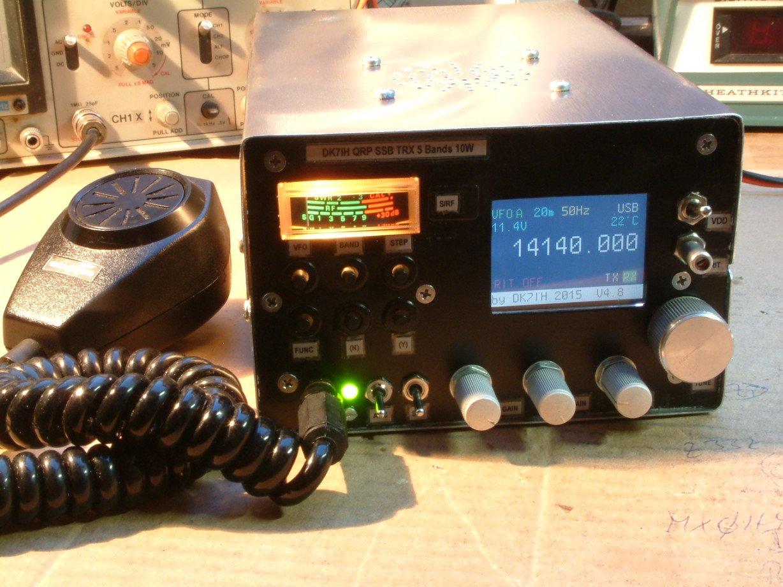 Final assembly of the 5 band 10 watts QRP SSB transceiver( (C) 2016 Peter Rachow - DK7IH)
