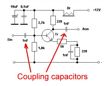Coupling transistor stages with capacitors